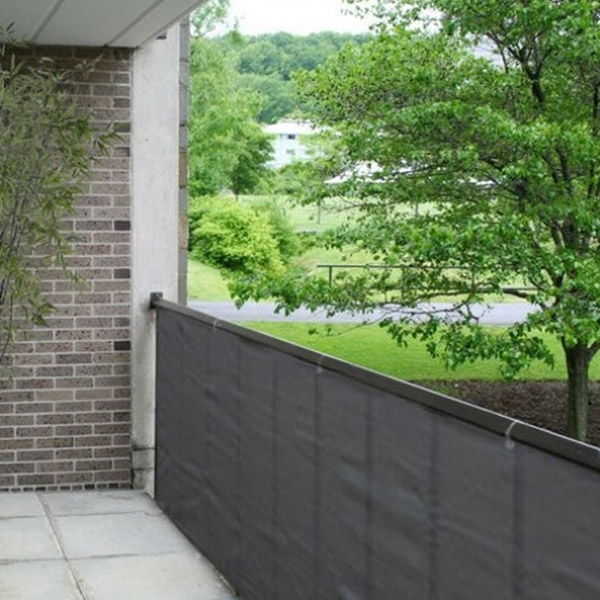 Als je last hebt van inkijk of wind op je balkon kun je gebruik maken van dit balkondoek. het balkondoek is ...